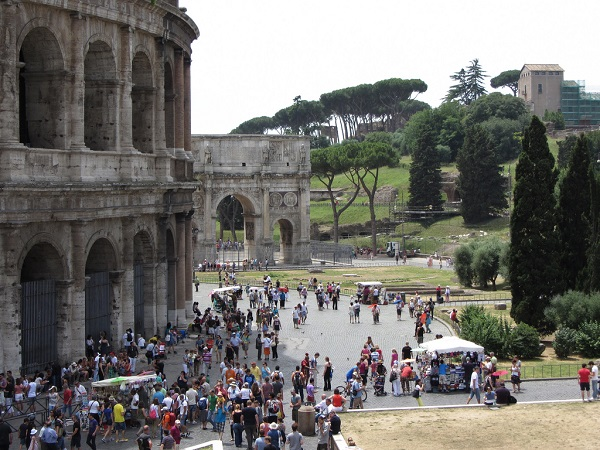 Queue-Outside-Colosseum-Roman-Forum-Rome