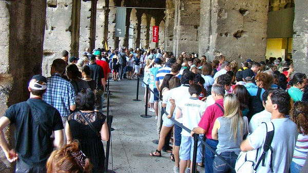 Queues-Crowds-Colosseum-Rome