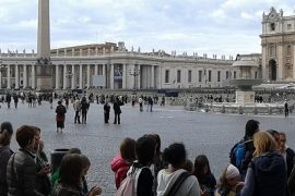 Queue-Crowd-Outside-St-Peters-Rome
