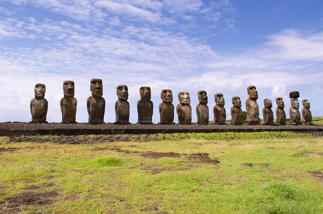 Easter-Island-Statues-Moai-South-Pacific-Island-Guide