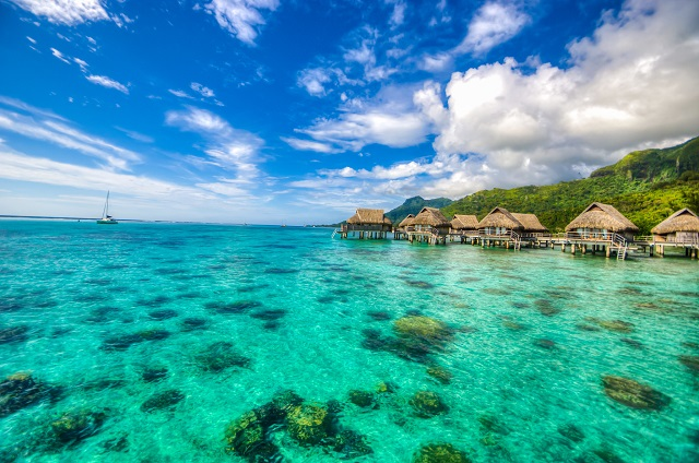 Tahiti-Overwater-Bungalow-South-Pacific-Island-Guide