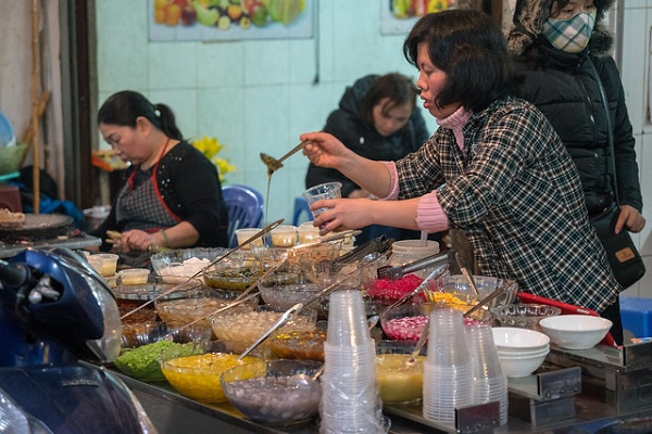 Vietnam-Street-Food-Culture-Customs-Travel-Tips
