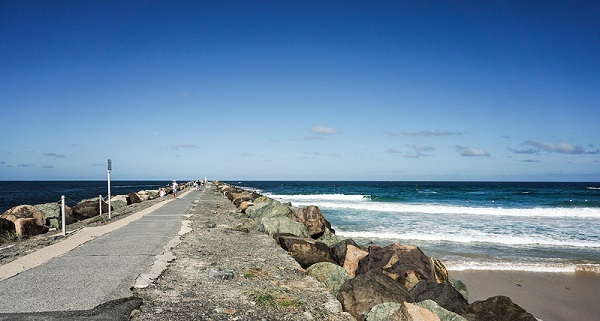 Sea-Wall-South-Stradbroke-Island