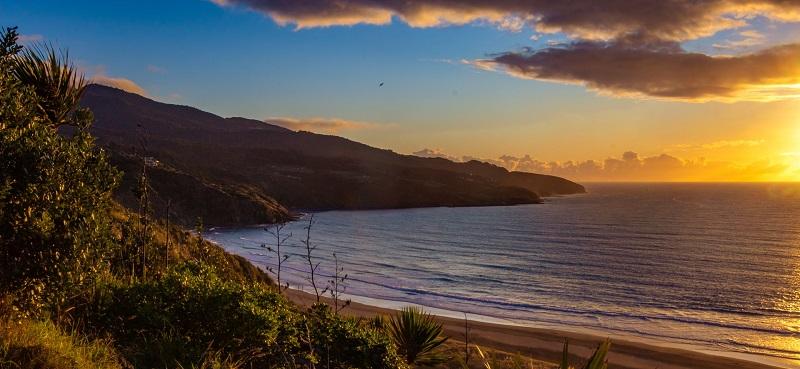Raglan-Beach-Lookout-New-Zealand